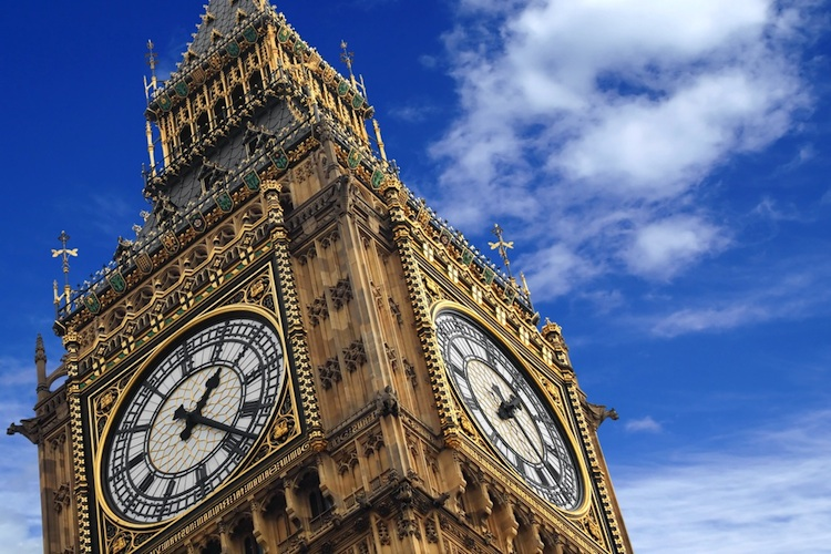 Big-Ben London in Nachfrage nach Londoner Luxusimmobilien sinkt