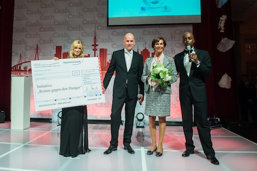 Spende-1 1 in Cash.Gala 2014: Spendenübergabe