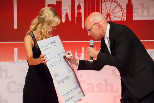 Spende-4 in Cash.Gala 2014: Spendenübergabe
