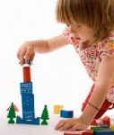 Kind-Bausteine-204 240-shutterstock 31310149-127x150 in Axa-Kinderschutzpaket mit mehreren Bausteinen