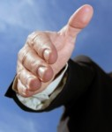 Shakehand-127x150 in VIP-Fonds: Großbanken bieten Vergleich