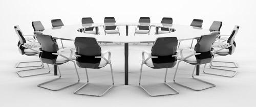 Konferenztisch1 in Beratung: Arbeitskreis will Standards für Vermittler schaffen