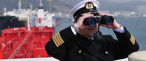 Schifffahrt-ausblick-fernrohr-top in Umfrage: Aussicht für maritime Wirtschaft wird wieder trüber