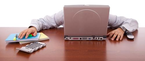Berfordert-overload in Versicherungsmakler lassen sich mit Newslettern überschütten