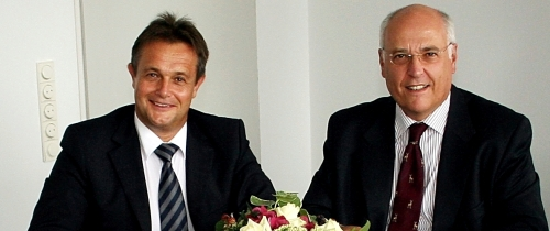 Herbert Nißel und Fritz Horst Melsheimer bei der Vertragsunterzeichnung