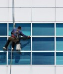 Bueroobjekt-fensterputzer-shutt 3051145-127x150 in Büroobjekte: Nebenkosten steigen deutlich