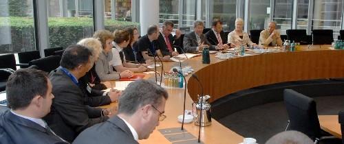 Finanzausschuss in Bankenvertrieb: Finanzausschuss beschließt Berater-Register