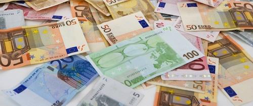 Geldscheine-Teaser in Umfrage: Inflationsangst stoppt Altersvorsorge nicht