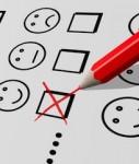 Umfrage-Kreuz-Zufrieden-127x150 in Verbraucher halten Banken für kommunikativer als Versicherer