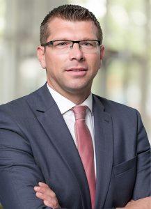 Christian Woike 800-217x300 in Erfolgreich sein mit der Nummer eins