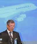 Jürgen Salamon, Chef der Dr. Peters Group, verleast einen weiteren A380 an Air France