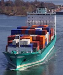 Container-Feeder-Schiffe erbringen Zulieferdienste