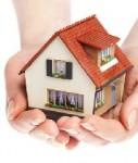 Haus-hand-shutt-127x150 in Baufinanzierung: Sicherheit steht im Vordergrund