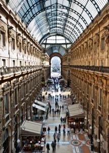 Einzelhandelsimmobilie-Galleria-Vittorio-Emanuele-II-Mailand-215x300 in Top-Einzelhandelsimmobilien sind über Mietschwankungen erhaben