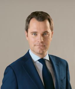 Daniel-Bahr-Bundesgesundheitsminister-255x300 in Deutsche sind in Sachen Pflege-Bahr ahnungslos