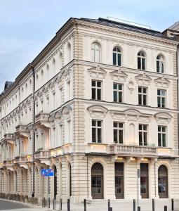 Le-Palais-Warschau-IVG-Fonds-255x300 in IVG erwirbt Core-Objekt für Spezialfonds mit Warschau-Fokus