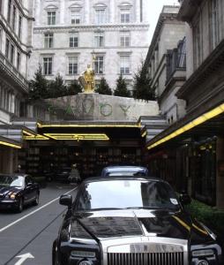 London-Rolls-Royce-Savoy-Superreich-254x300 in Wachsende Zahl der Superreichen bevorzugt London und New York