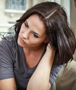 Frauen sorgen sich mehr um das Pflege-Risiko als Männer.