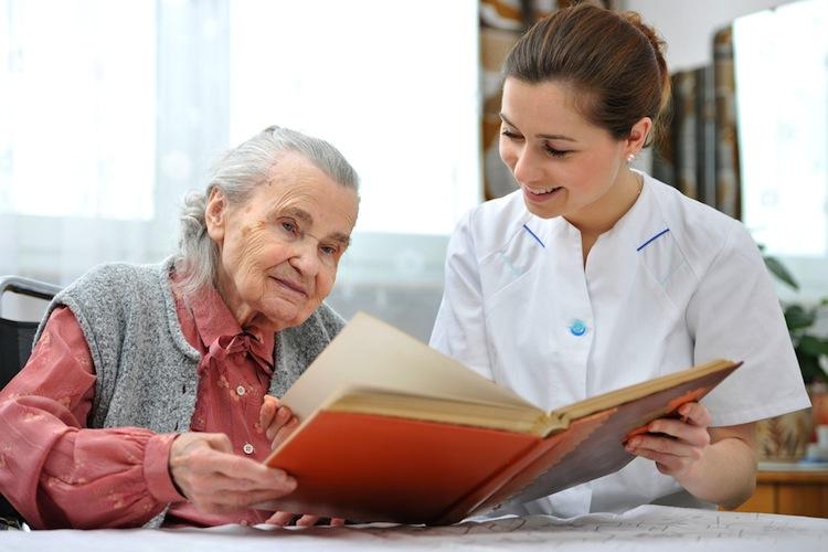 Altenpflege in Zweite Stufe der Pflegereform: Viel Lob und etwas Tadel