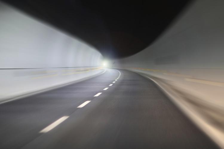 Viele Kfz-Versicherungsexperten sehen für die Autoversicherer kein Licht am Ende des Tunnels.