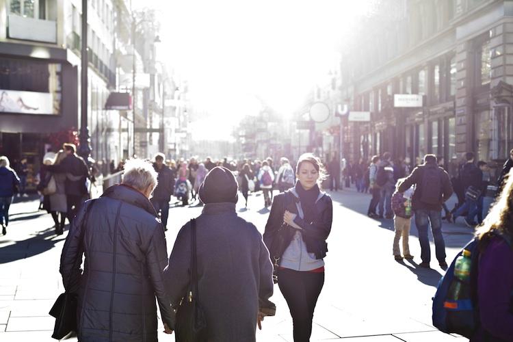 Städter besitzen weniger Versicherungen als Landbewohner