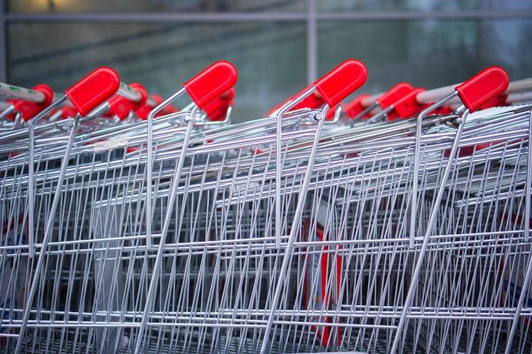 Shutterstock 127794089 in Hahn Gruppe bindet Marktkauf langfristig