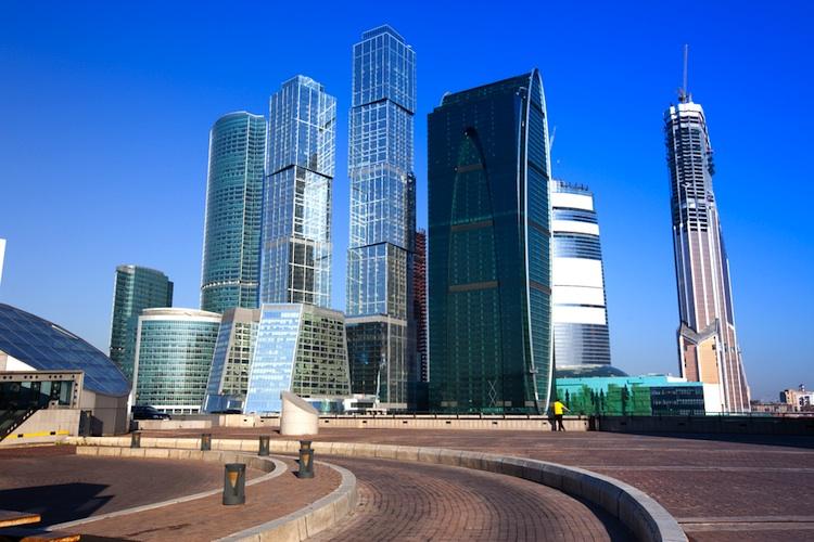 Moskau-Business-District in Russischer Automarkt rutscht tiefer in die Krise