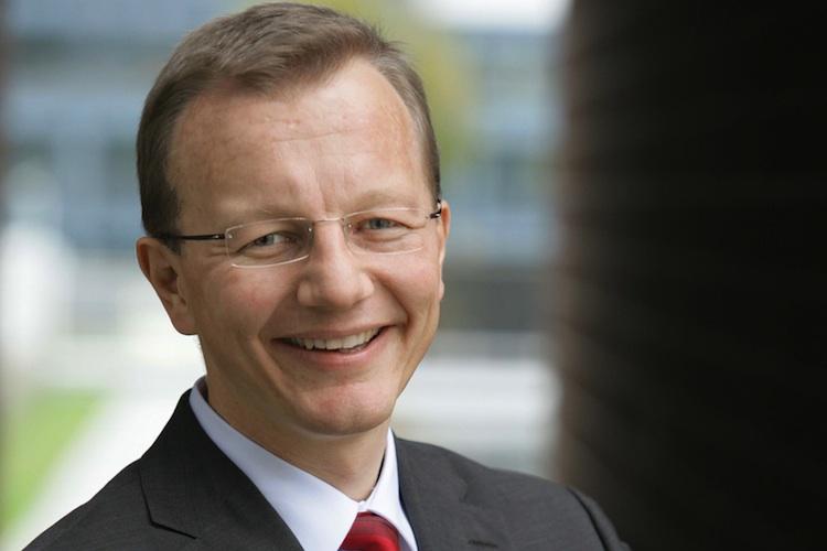 Heinz-Jürgen Schwering verantwortet seit September 2012 das Krankenversicherungsgeschäft im Axa-Konzernvorstand.