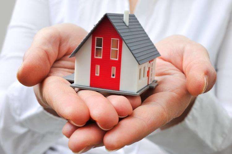 Baufinanzierung Shutterstock Gro 1290861801 in Immobilienkäufer profitieren von Niedrigzinspolitik