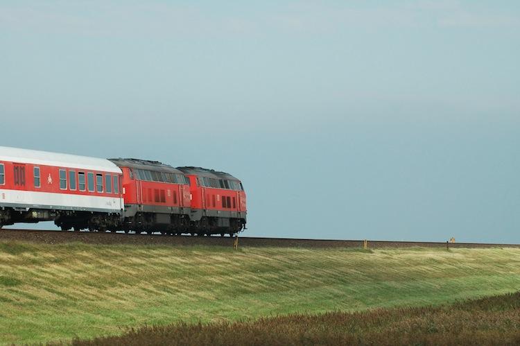 Shutterstock 605984 in Paribus kauft Züge für Marschbahn Hamburg-Sylt