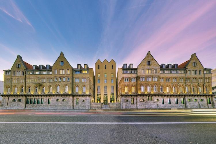 ArcotelCaminoStuttgart in Patrizia kauft in Stuttgart ein
