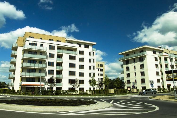 Wohnhaus Shutterstock Gro 779483981 in Wohnimmobilienmarkt voller Elan
