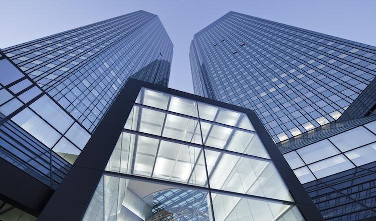 DB Frankfurt Zentrale in Derivate: Deutsche Bank mit größtem Marktanteil