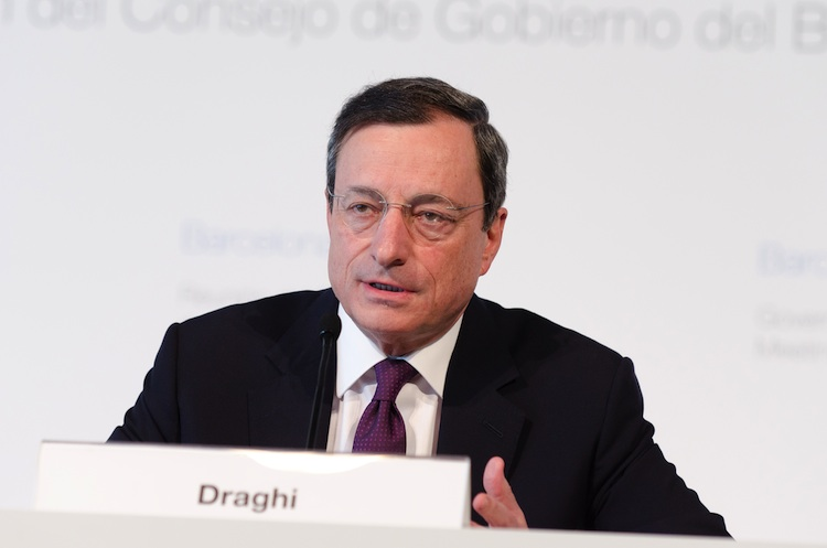 Draghi in EZB uneins bei Verlusten aus negativer Bond-Rendite
