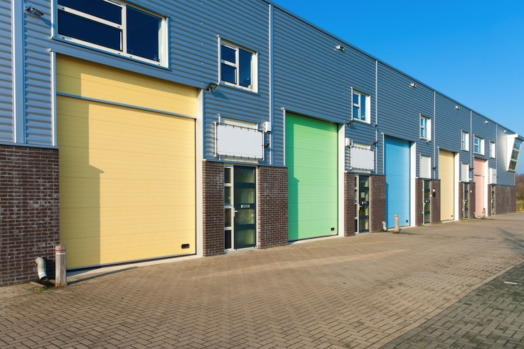 Logistikimmobilie Shutterstock 97172222-Kopie in Sinkende Darlehensbestände bei Gewerbeimmobilien