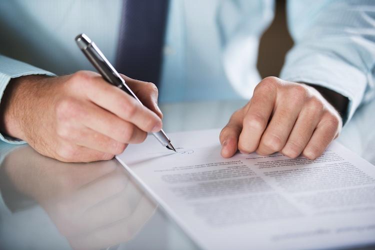 Vertragsabschluss Shutterstock 136826309-Kopie in Viele Kreditnehmer widerrufen fehlerhafte Verträge