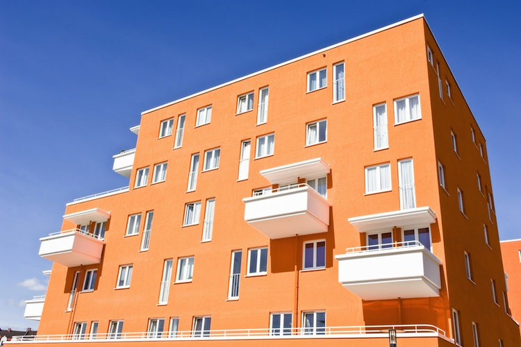 Wohnhaus Shutterstock 124562755-Kopie in Wohninvestment-Index-AWI zeigt Ungleichgewicht am Markt