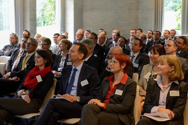ifa-Wissenschaftlerin Sandra Blome (erste Reihe, zweite v.r.) und Steuerberaterin Anne Killat (rechts daneben) referierten zu aktuellen Themen in der bAV.