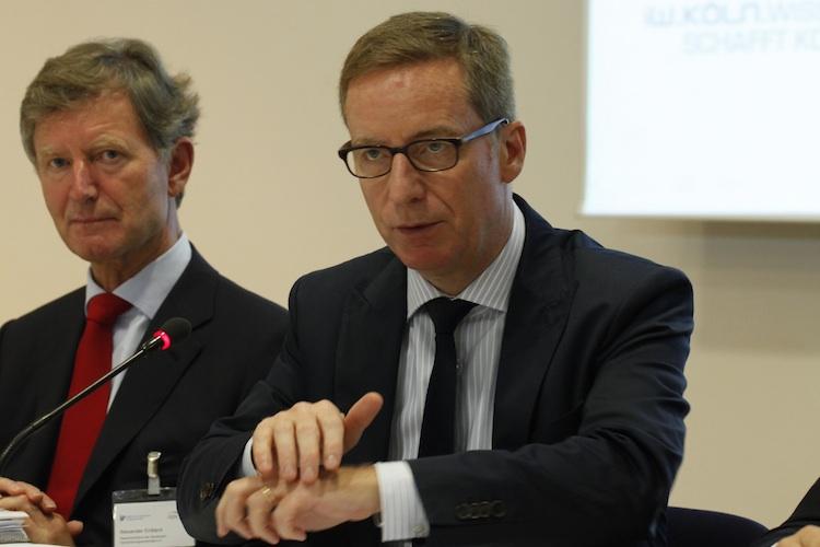 Leitzinssenkung: Versicherungswirtschaft und Ökonomen geißeln EZB-Politik