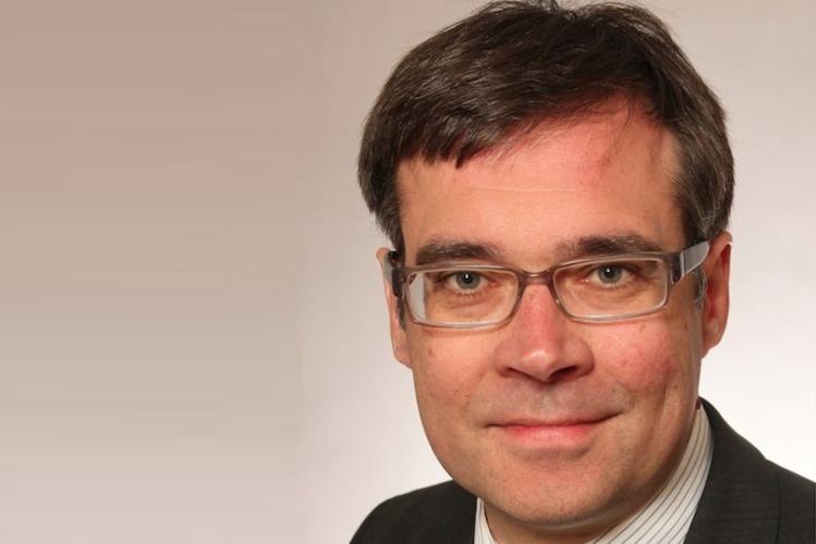 Aon-Hewitt Teichmann in Studie: Firmen halten Überprüfung der Betriebsrente für erforderlich