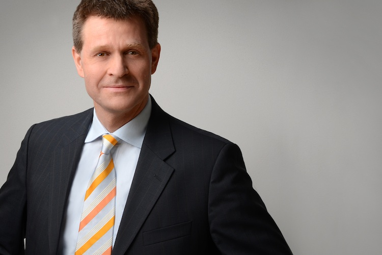 Jörn Paterak war viele Jahre als Journalist tätig, unter anderem für die Financial Times Deutschland.