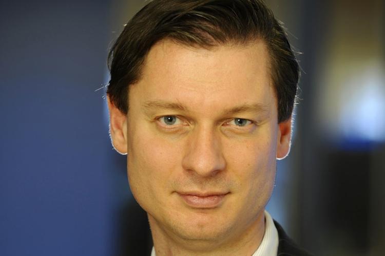 Carsten Zielke: Hier in Deutschland muss man sich nur die Debatte um die Trassenleitungen oder die Probleme mit den Offshore-Anlagen ansehen, um ebenfalls zum Schluss zu kommen, das diese Projekte doch nicht risikolos sind.
