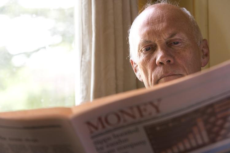 Finanzwissen: Ältere fühlen sich informierter als Jüngere
