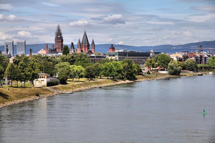 Shutterstock 95000080 in Das kostet Wohnen in Städten am Rhein