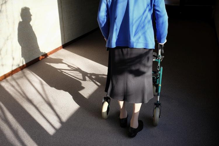 Alte-Frau Shutterstock 174460682-Kopie-2 in CBRE: Dynamik am Markt für Pflegeimmobilien setzt sich fort