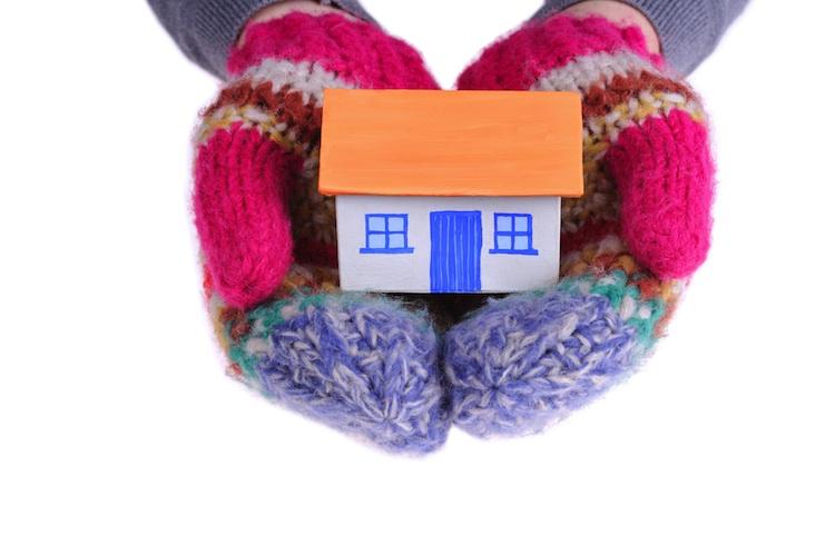 Haus Winter Shutterstock 129614561-Kopie-3 in Tipps für Immobilienbesitzer: Was man beim Wintercheck beachten sollte