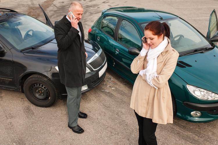Auspark-Crash in Urteil zum Ausparken auf öffentlichen Parkplätzen