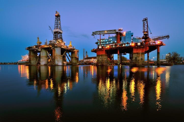 Oel-Plattform-abends-750 in Rohölpreise nach Rückschlag stabilisiert, Goldpreis fragil
