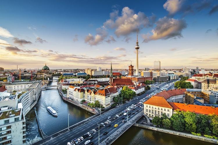 Berlin Shutterstock 158274767-Kopie-2 in Gewerbeimmobilien: Märkte in Berlin und Ostdeutschland wachsen