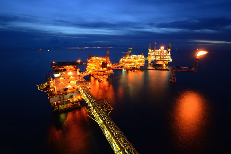 Oel-Plattform-Nacht-750 in EM-Bonds: Ölpreis drückt Renditen